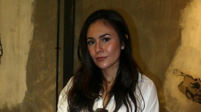 Wulan Guritno disela syukuran film Ghostbuser garapan Tora Sudiro di kawasan Kemang, Jakarta Selatan, Oktober 2019.