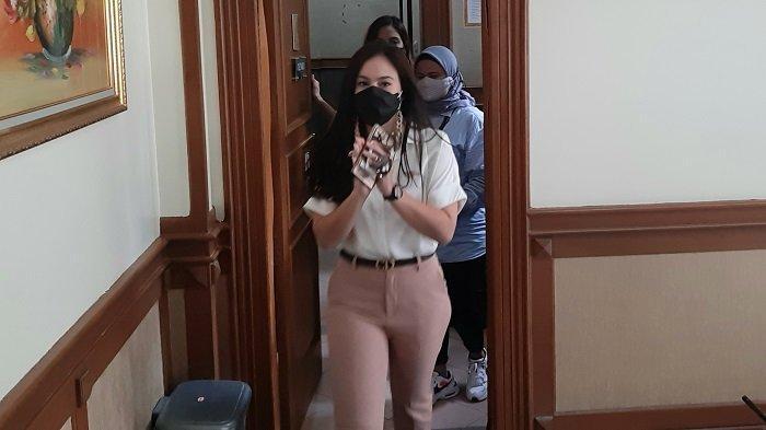 Aktris Wulan Guritno saat di Pengadilan Agama Jakarta Selatan, untuk menjalani sidang gugatan cerainya atas Adilla Dimitri, Kamis (18/3/2021).