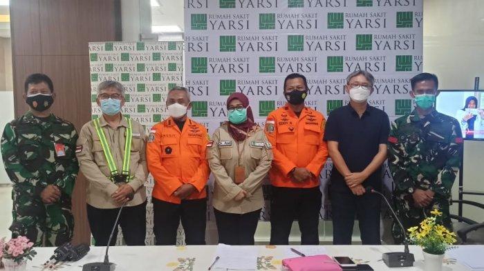 Rumah Sakit (RS) Yarsi Jakarta melakukan simulasi bersama Basarnas, Jasa Marga, Kepolisian dan Instansi lainnya dalam mengatasi dan penanganan korban kecelakaan, Senin (10/5/2021).