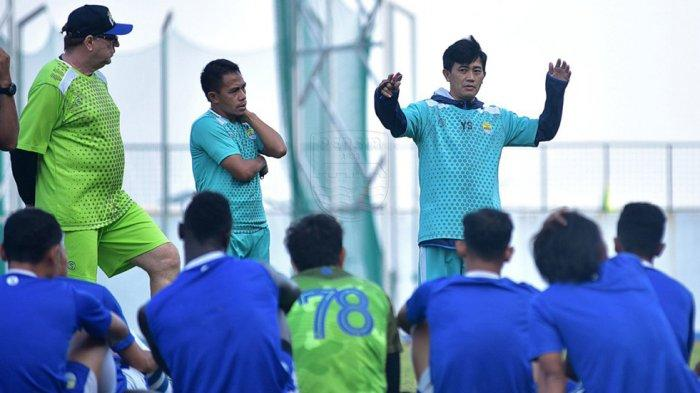 Pelatih Fisik Yaya Sunarya Dan Dokter Tim Alvin Wiharja Tetap Pantau Latihan Mandiri Pemain Persib