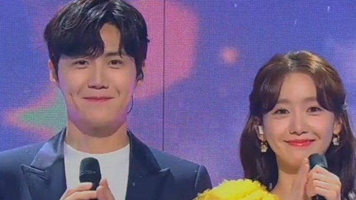 Yoona dan Kim Seon Ho pernah menjadi co-MC di program MBC Music Festival pada 2020 silam. Mereka tampil serasa dan netizen pun mendorong agar mereka bisa tampil 1 film dan kini doa netizen kesampaian.