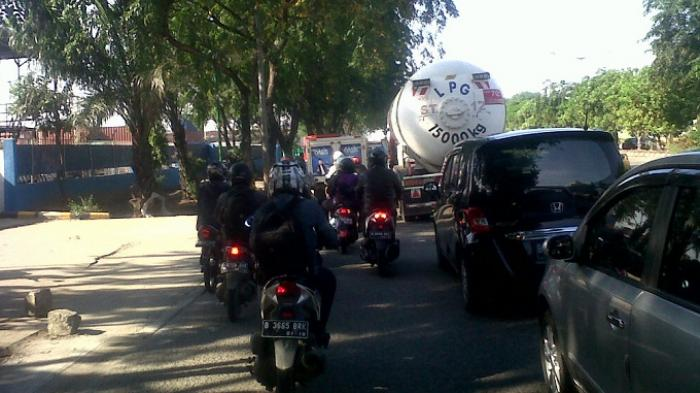 Jalan Yos Sudarso Arah Kelapa Gading Padat Merayap