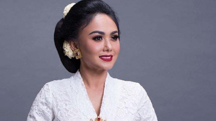 Penyanyi Yuni Shara mengunggah foto dirinya mengenakan kebaya putih di Hari Kartini, Selasa (21/4/2020).