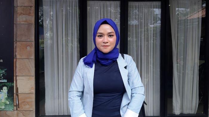 Yunita Lestari mendatangi Komnas Perlindungan Anak di Pasar Rebo, Jakarta Timur, Kamis (25/2/2021). Yunita Lestari adalah mantan istri Daus Mini.