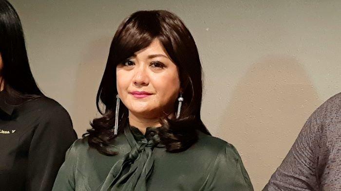Pesinetron Yuyun Sukawati menceritakan kisah pilunya saat menjadi korban dugaan tindak kekerasan dalam rumah tangga yang dilakukan Fajar Umbara, suaminya, di kawasan Menteng, Jakarta Pusat, Selasa (6/4/2021). Yuyun Sukawati sudah melaporkan suaminya ke polisi.