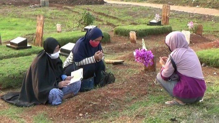 Larangan Ziarah Makam saat Lebaran Picu Pro Kontra bagi Peziarah TPU Jombang