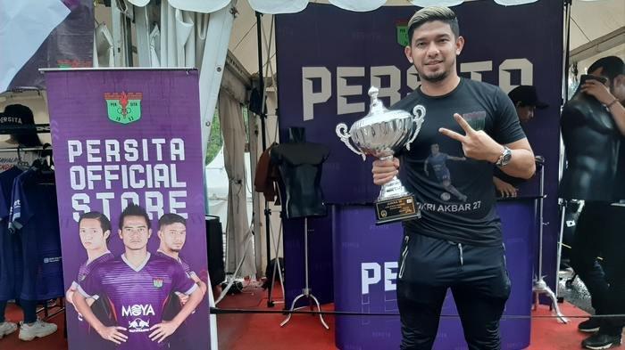 Jualan Kopi, Sandal, Sampai Madu, Usaha Bek Persita Zikri Akbar Setelah Liga 1 2020 Kembali Ditunda