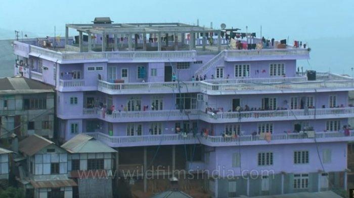 Rumah keluarga Ziona Chana di India.