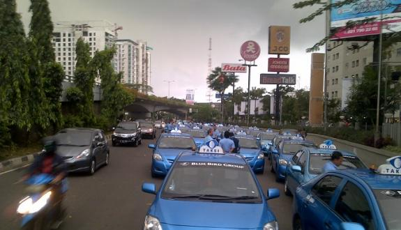 Mintarsih Berhak Saham Usaha Blue Bird Warta Kota