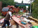 2000-ton-sampah-bekas-banjir-di-kota-bekasi.jpg