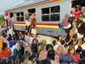 20141027-penumpang-kereta-commuter-line-di-tanah-kusir.jpg