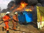 20150729breaking-news-gudang-karpet-di-dr-ratna-bekasi-terbakar_20150729_155404.jpg