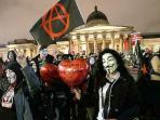 20151106giliran-pendemo-bertopeng-di-london-tuntut-revolusi-pemerintahan_20151106_111648.jpg