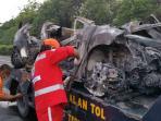 20151114-ford-mobil-terbakar_20151114_120352.jpg