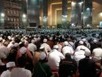 20151224jamaah-zikir-peringatan-maulid-nabi-muhammad-saw-penuhi-masjid-istiqlal_20151224_102247.jpg