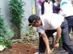 20160205antisipasi-penyakit-dbd-kecamatan-kebayoran-baru-lakukan-psn-di-rumah-mewah1_20160205_160941.jpg