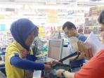20160221siasati-kantong-plastik-berbayar-supermarket-ini-sediakan-kardus-gratis_20160221_205235.jpg