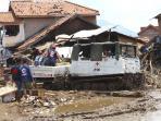 20160923berita-foto-beginilah-kendaraan-hagglund-pmi-evakuasi-reruntuhan2_20160923_141609.jpg