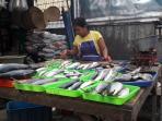 20161018-pedagang-ikan-di-pasar-kramat-jati_20161018_204858.jpg