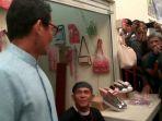20161121sandiaga-tergoda-jengkol-dan-lagu-gito-rollies-saat-kampanye-di-pasar-pesanggrahan_20161121_170958.jpg