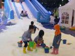 20161223lippo-mall-kemang-hadirkan-seluncur-salju-outdoor-pertama-di-indonesia_20161223_143241.jpg