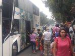 20161226penumpang-ngga-boleh-masuk-bus-city-tour-disoraki_20161226_165038.jpg