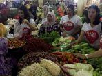 20170107gadis-ahok-blusukan-kampanyekan-ahok-djarot-di-pasar-tradisional_20170107_211552.jpg