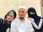 20170407-ustaz-arifin-ilham-bersama-kedua-istrinya_20170407_095815.jpg