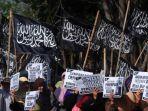 20170508ormas-hizbut-tahrir-indonesia-dibubarkan-pemerintah_20170508_142013.jpg