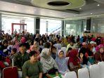 20170613pembagian-paket-sembako-ramadan-bumn-dilakukan-di-100-titik-se-jabodetabek3_20170613_133059.jpg