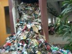 20170720tumpukan-sampah-di-cerobong-rusun-pesakih-bikin-pusing-sudin-lingkungan-hidup_20170720_163410.jpg