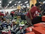 20170823banyak-pembeli-sepatu-manfaatkan-peluang-untuk-jadi-reseller_20170823_163239.jpg