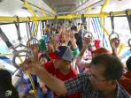 20170901berita-foto-beginilah-antusias-warga-naik-transjakarta-koridor-134_20170901_161744.jpg