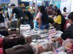 20170922pengunjung-garuda-indonesia-travel-fair-berburu-koper-murah-rp300-ribuan_20170922_184825.jpg