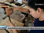 20171011video-perempuan-pengukir-kayu-banyak-di-desa-ini_20171011_091829.jpg