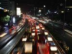 20171117berita-foto-begini-kemacetan-malam-di-jalan-tol-jakarta5_20171117_111108.jpg