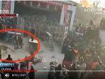 20171128video-ngeri-seekor-macan-lepas-dan-serang-penonton-sirkus_20171128_103941.jpg
