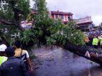 20171130-pohon-tumbang-cibogo_20171130_143931.jpg