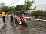 20171205berita-foto-banjir-rob-di-muara-baru-bikin-aktivitas-warga-terganggu1_20171205_171151.jpg
