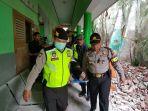 20171221-evakuasi-korban-reruntuhan-sekolah-amburk_20171221_172743.jpg