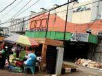 20180108berita-foto-pasar-sepi-karena-pedagang-pilih-jualan-di-trotoar_20180108_203717.jpg