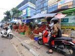 20180118berita-foto-pkl-palmerah-barat-caplok-trotoar-pejalan-kaki-jadi-korban2_20180118_075722.jpg