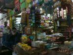 20180122harga-beras-dan-ayam-potong-di-pasar-tradisional-masih-tinggi_20180122_172857.jpg