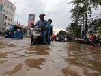 20180215berita-foto-begini-kondisi-banjir-di-jakarta-jelang-imlek7_20180215_204949.jpg
