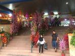 20180215bunga-meihua-hiasi-lobby-pasar-glodok-city-dijual-harga-mulai-rp13-juta_20180215_160436.jpg