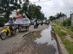 20180218hati-hati-di-jalan-penghubung-kota-bekasi-dan-dki-ada-kubangan_20180218_185843.jpg