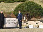 20180430-kim-jong-un-dan-moon-jae-in_20180430_120719.jpg