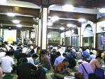 20180517-suasana-buka-puasa-bersama-di-masjid-agung-sunda-kelapa_20180517_192616.jpg