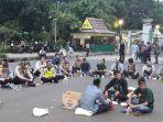 20180523hmi-buka-puasa-bareng-polisi-setelah-aksi-unjuk-rasa1_20180523_205024.jpg