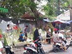 20180612pengrajin-ketupat-banjir-pembeli2_20180612_185325.jpg